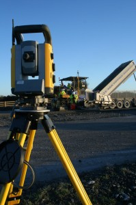 Bardon Composite Pavements uses a Trimble SPS930 Universal Total Station to guide the paver.